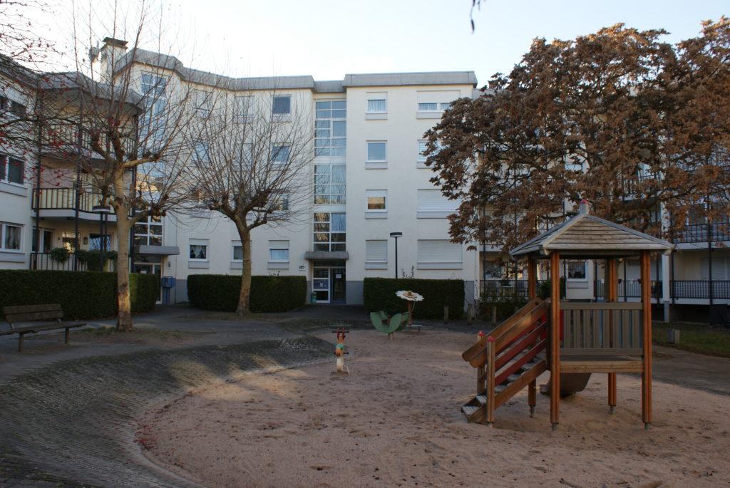 VERKAUFT! — Schicke, geräumige 3 Zimmer Wohnung, Balkon & Stellplatz